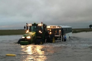 http://media.senwes.co.za/Global/images/JDI/Images/articles/2017/02/tractor_in_floodwater_rescue.jpg